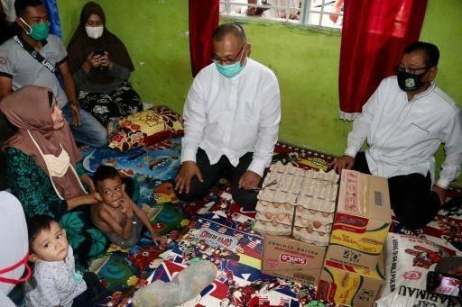 Plt Wali Kota Medan Kunjungi Bocah Penyandang Disabilitas di Medan Marelan