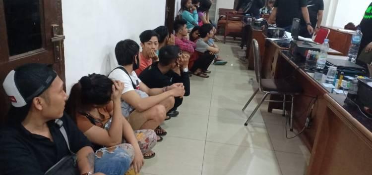 Ungkap Prostitusi Online, Polisi Amankan Belasan Orang dari Kos-kosan di HM Joni