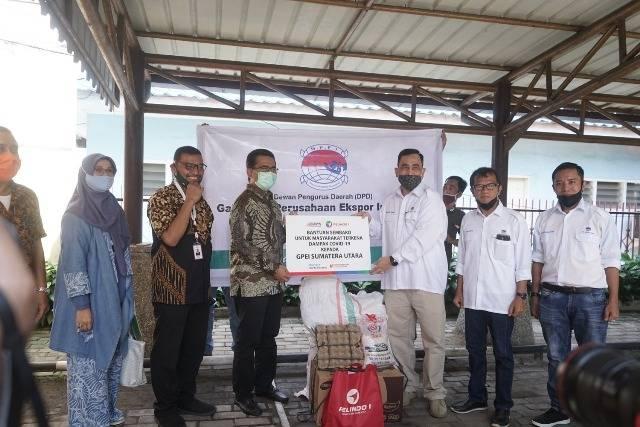 Jelang Perayaan Idul Fitri, Pelindo 1 Bagikan 6.455 Paket Sembako