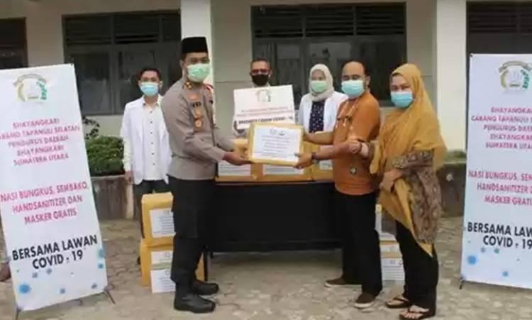 Kapolres Tapsel AKBP Irwa Zaini Adib Serahkan Bantuan APD dan Alat Medis untuk RSUD Sipirok