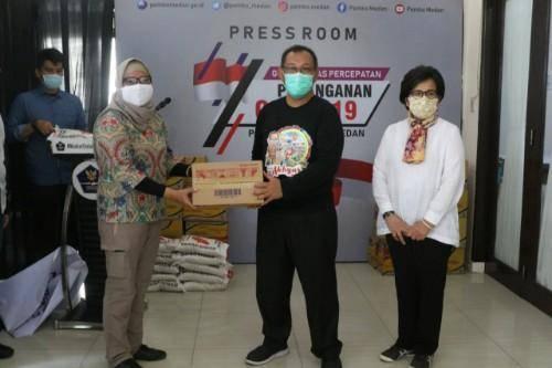 Bantu Pemko Medan Tangani Covid 19, PT Tirta Lyonnaise Beri Bantuan Beras dan Mie Instan