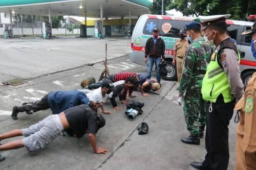 Tak Pakai Masker, Pengendara Diberi Sanksi Push Up di Jalan Ringroad Medan
