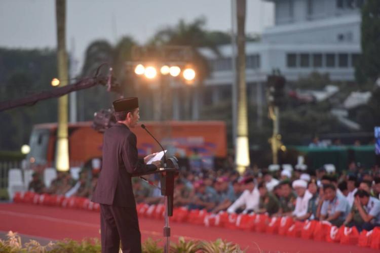 Presiden Jokowi: TNI dan Rakyat Seperti Air dan Ikan, Tak Bisa Dipisahkan