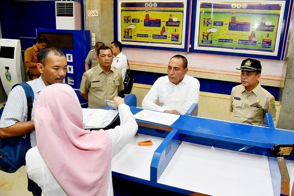 Sidak ke Kantor Samsat, Gubernur Sumut Minta Pelayanan Dimulai Satu Jam Lebih Cepat