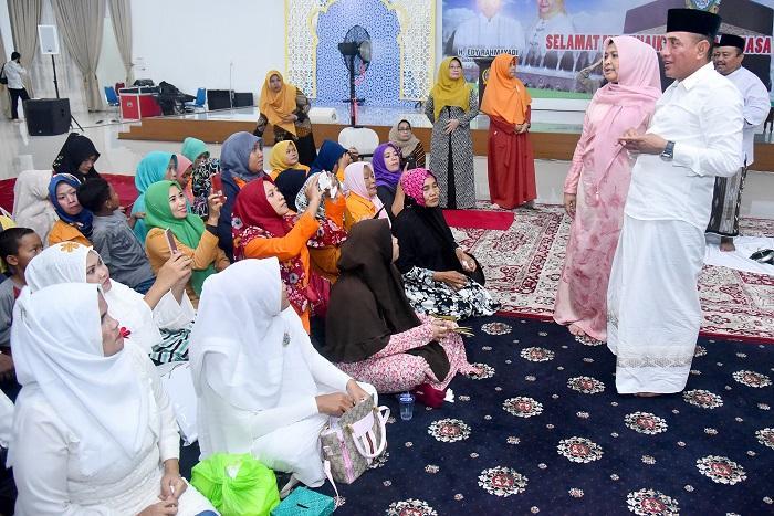 Gubernur Sumut Buka Puasa Bersama Petugas Kebersihan dan Bilal Mayit