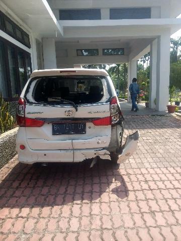 Mobil Wakil Ketua DPRD Deli Serdang Ringsek Usai Diseruduk Colt Diesel di Tanjung Morawa
