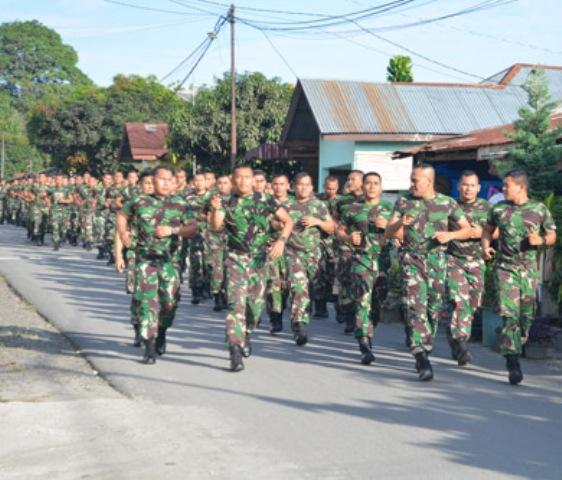 Jaga Kebugaran Fisik, Prajurit Korem 022/PT Lari Sepanjang 5 Km di Jalanan