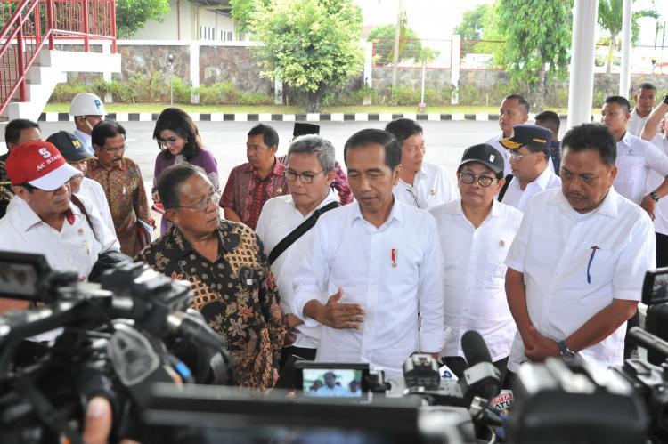 PK Ditolak MA, Presiden Jokowi Pertimbangkan Beri Amnesti Untuk Baiq Nuril