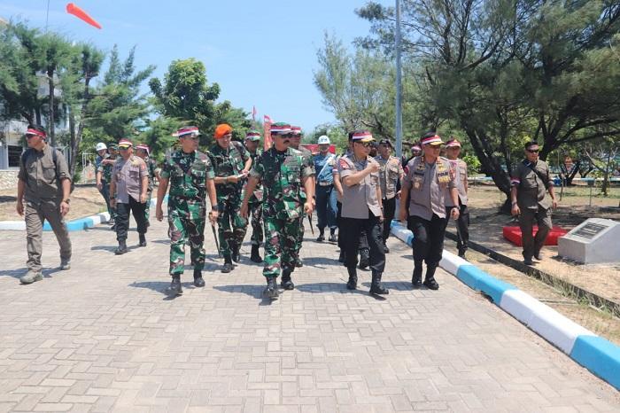 Panglima TNI Tinjau Prajurit Yang Bertugas di Pulau Nipah