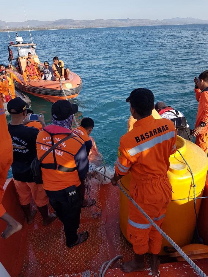 Kapal Ikan Helong 04 Tenggelam di Perairan Bisolo, 2 Korban Dalam Pencarian Basarnas dan Bakamla