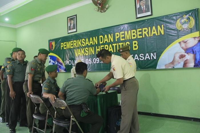 Prajurit TNI dan PNS Kodim 0826/Pamekasan Terima Pelayanan Vaksin Hepatitis B