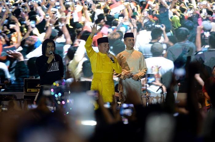 Pesta Rakyat Sumut Meriah, Gubernur Bernyanyi Bersama Ribuan Pengunjung