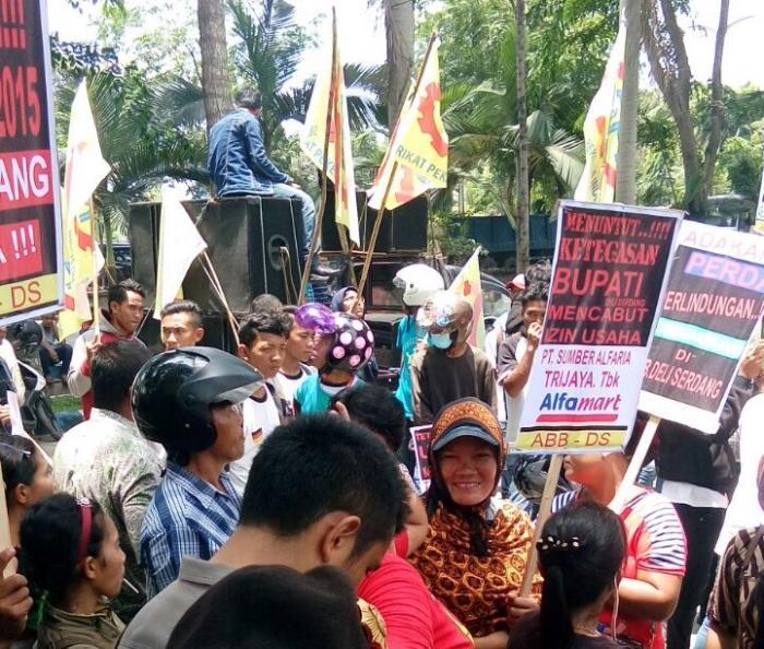 Ratusan Buruh ABB-DS Demo ke Kantor Bupati Deli Serdang