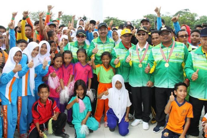 Peringatan HAORNAS, Gubsu Beri Penghargaan  Kepada 60 Insan Olahraga