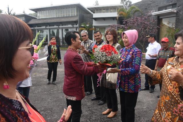 Wagubsu Buka Kompetisi Menata Buah dan Sayur di Taman Simalem Resort
