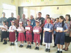 Pemkab Nias Berikan Beasiswa kepada Siswa/i Berprestasi se-Kecamatan Sogaeadu