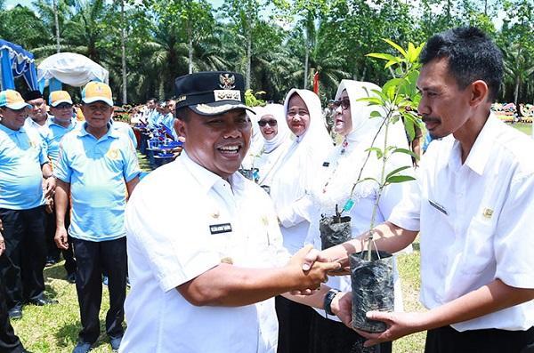 Pemkab Labusel Peringati Hari Lingkungan Hidup se-Dunia di Lapangan PTPN 3 Kebun Sei Kebara