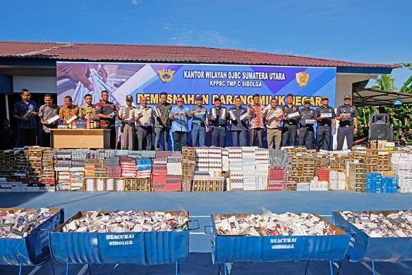 Bea Cukai Sibolga Musnahkan Jutaan Batang Rokok dan Ratusan Botol Miras Ilegal Dimusnahkan Bea Cukai Sibolga