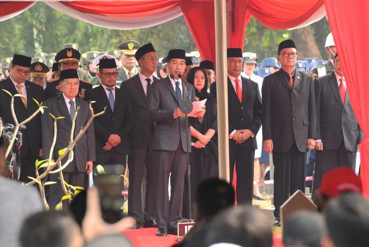 Pimpin Upacara Pemakaman, Presiden Jokowi: Habibie Adalah Suri Tauladan Seluruh Anak Bangsa