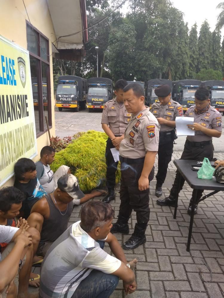 Berusaha Kabur Saat Hendak Ditangkap, Bandar Narkoba Tabur Uang di Jalan