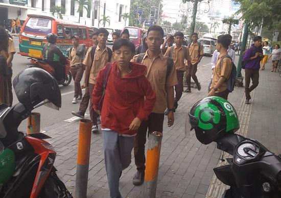 Mau Ikutan Demo, Puluhan Pelajar SMA dan SMK Disuruh Pulang oleh Polisi
