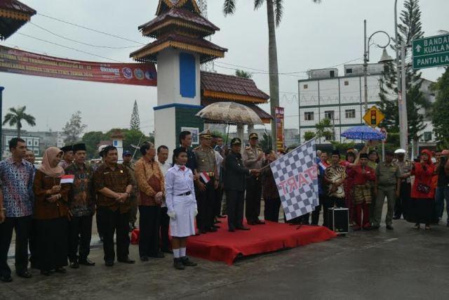 Wabup Deli Serdang Lepas Parade Multi Etnis di Lubuk Pakam