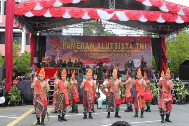 Satgas Yonif 121/MK Meriahkan Pameran Alutsista HUT TNI ke-73 di Papua