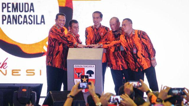 Hanya Bisa Pilih 34 dari 300 Nama Calon Menteri, Presiden Jokowi Minta Maaf