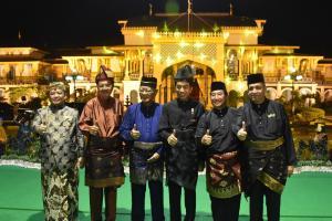 Presiden Jokowi dan Tengku Erry Berpantun di Istana Maimun