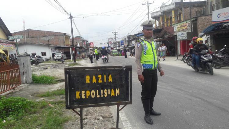 Polsekta Tanah Jawa Gelar Razia Ops Zebra Toba 2017, Puluhan Pelanggar Ditilang