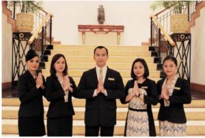Aryaduta Hotel Group Luncurkan Seragam Bergaya Indonesia Modern