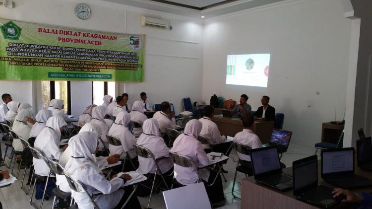 Guru Madrasah se-Aceh Selatan Dibekali Teknis Pengelolaan Perpustakaan