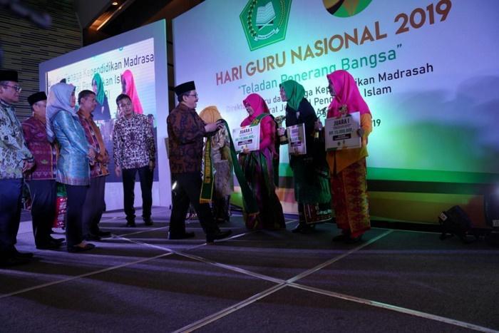 Hari Guru Nasional 2019, Wamenag Sebut Peran Guru Agama dalam Pembentukan SDM Indonesia