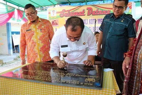 Plt Walikota Medan Resmikan Gedung RKB dan Rumah Dinas Kepala Sekolah SMP 41 Medan