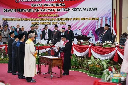 Hasyim dari Fraksi PDI-P Resmi Dilantik Jadi Ketua DPRD Medan