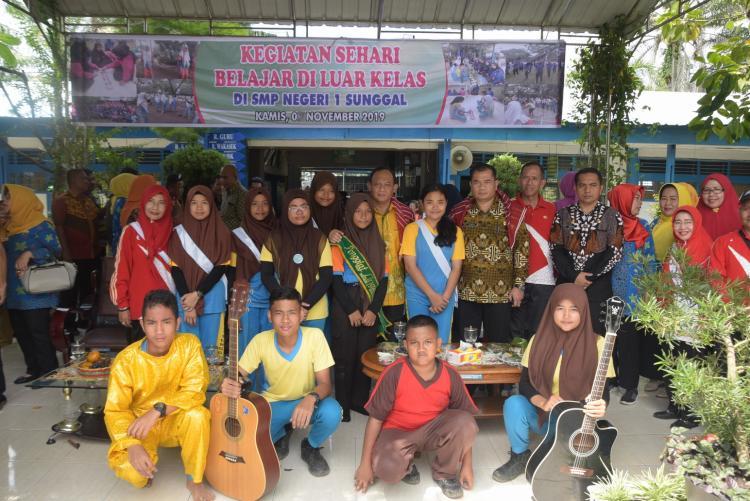 Gerakan Sehari Belajar Diluar Kelas (OCD) di SMPN 1 Sunggal dan Ponpes Darul Arafah Mulai Diterapkan