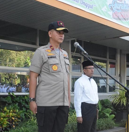 Wakapolda Sumut Pimpin Upacara Hari Guru ke-74 di Yaspendar Medan