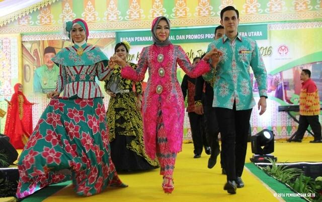 Kunjungi Galery Maharani, Zaskia Sungkar Berencana Kolaborasi Desain Batik Medan