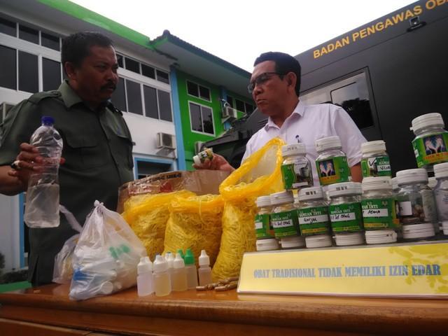 Ratusan Kemasan Obat Herbal Ilegal dari Tabib M Toha di Binjai Disita BBPOM Medan