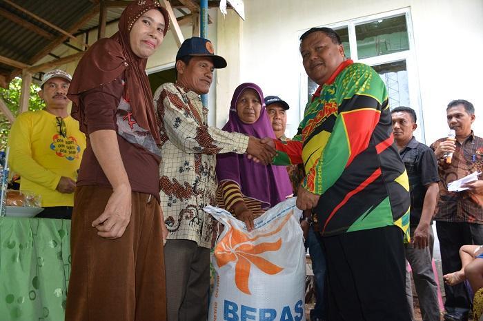 Para Nelayan Terima Bantuan 87,792 Ton Beras dari Pemko Sibolga