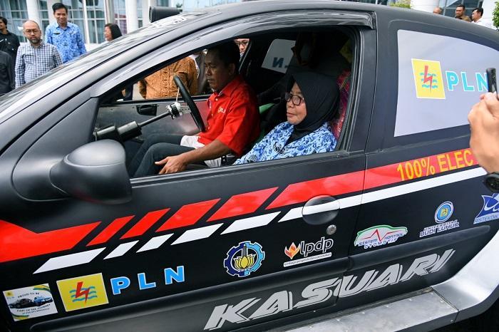 Sekdaprovsu Sambut Mobil Listrik PLN, Kendaraan Ramah Lingkungan Perlu Dikembangkan