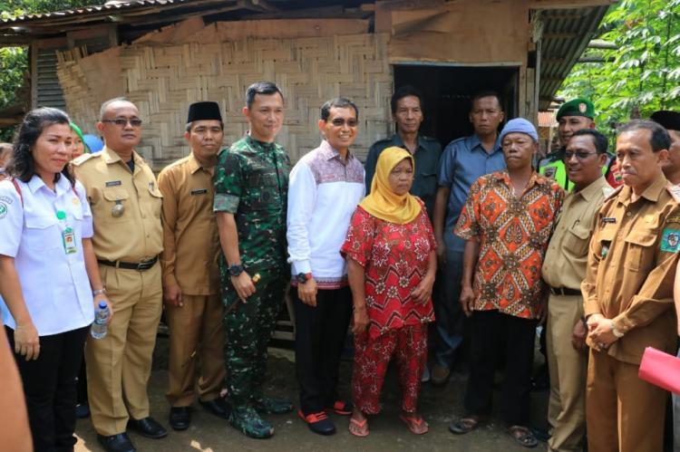 Resmikan Bantuan Rumah Bagi Keluarga Penderita Stunting, Bupati Bantu Rehab Rumah Lansia Tidak Layak Huni