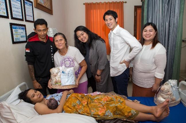 UNIQLO dan Yayasan Bumi Sehat Sediakan LifeWear, Pakaian untuk Bayi yang Baru Lahir