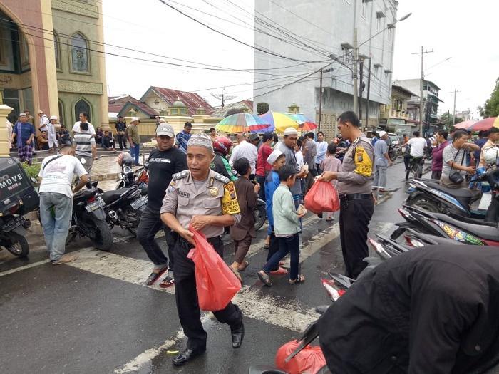 Jumat Berkah, Polsek Medan Baru Imbau Masyarakat Lawan Aksi Teror