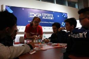 Bank OCBC NISP Edukasi Atlet eSport Pahami Literasi Keuangan