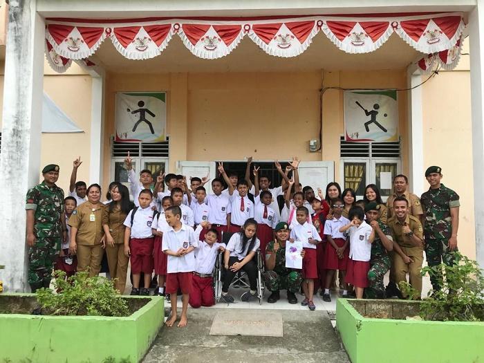 Hari Disabilitas Internasional, Satgas Pamrahwan Yonif 754/ENK Kostrad Kunjungi SLB Mimika