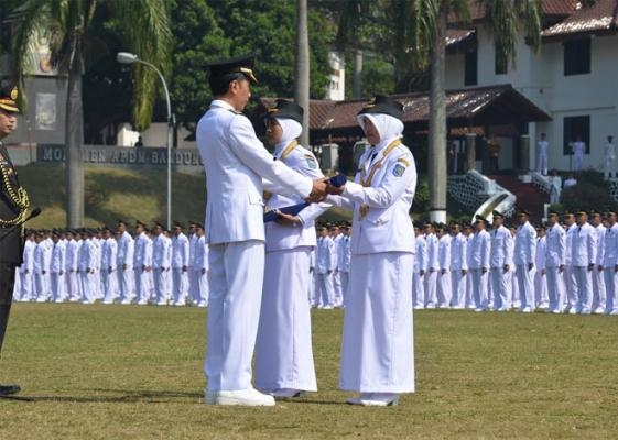 Presiden Jokowi Lantik 1.974 Lulusan IPDN