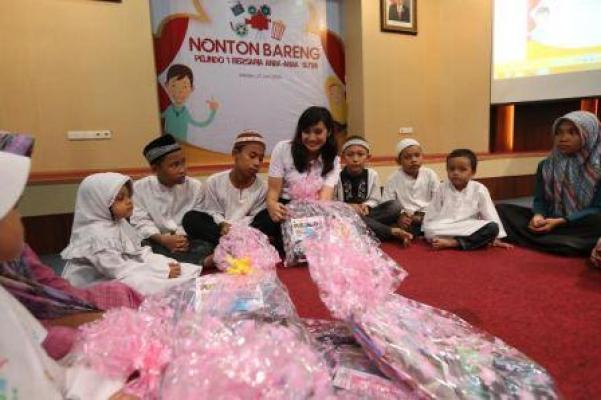 Pelindo 1 Nonton Bareng Bersama Anak-anak Yatim