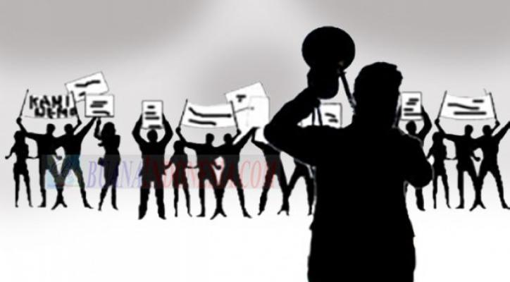 Ratusan Massa Gemas Protes Keberadaan RM BPK di Jalinsum Lubuk Pakam