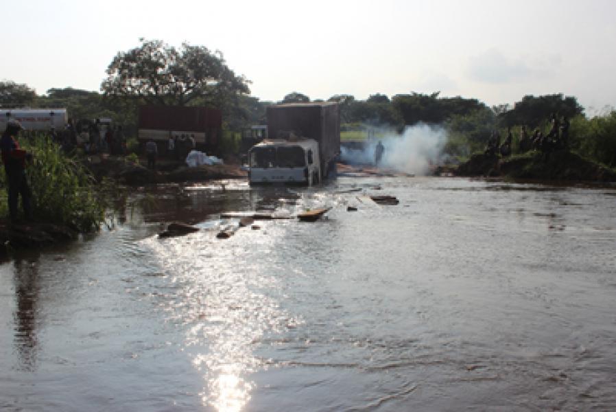 Dua Jembatan Rusak Diterjang Banjir di Kongo